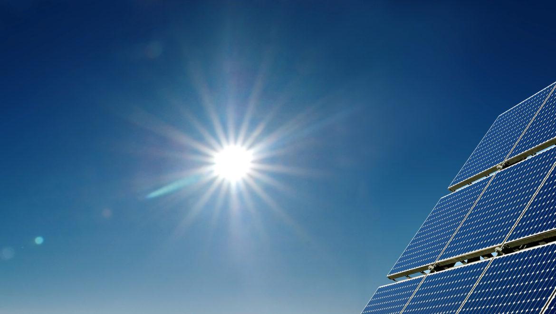 Un'Italia alimentata da  energia rinnovabile farebbe risparmiare 6.500 euro a testa e creerebbe mezzo milione di posti di lavoro in più